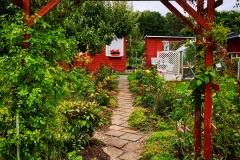 Blick übers Gartentor